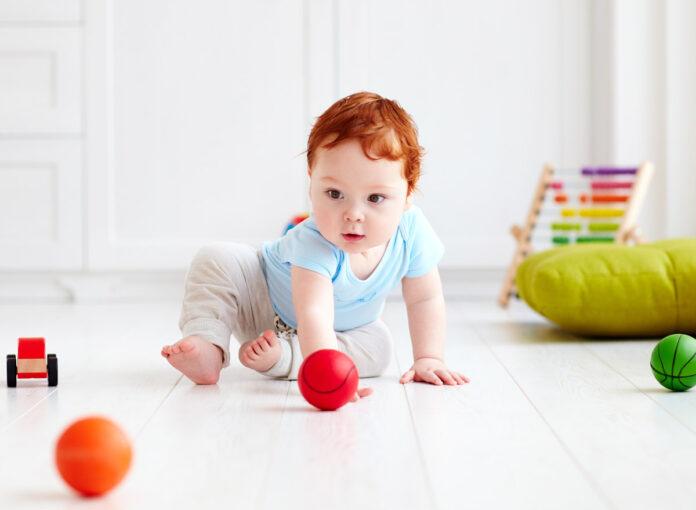 Passende Spielsachen für neugeborene babys