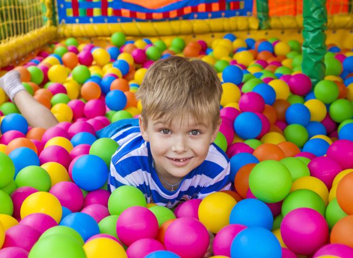 Toben und Spaß im Indoor-Spielplatz