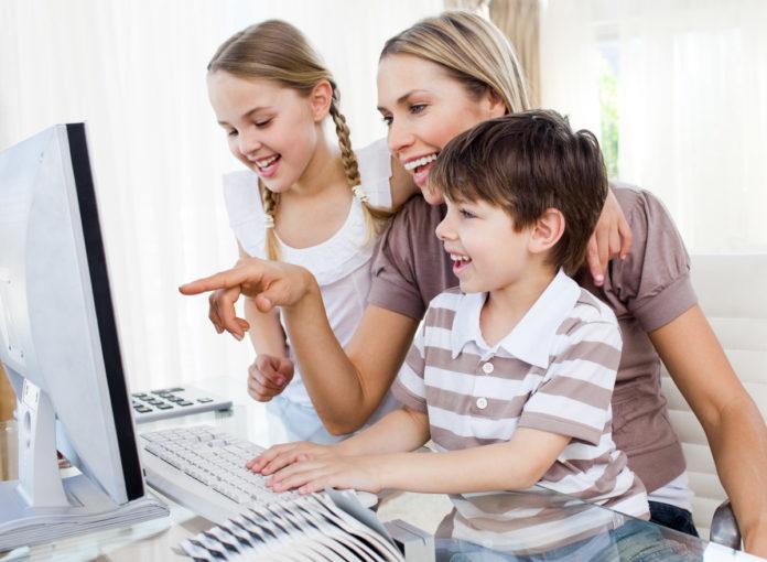 Wie erkläre ich meinem Kind Clickbait und Fakenews