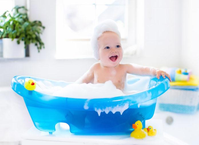 Baby baden? Wie oft und bei welcher Temperatur?