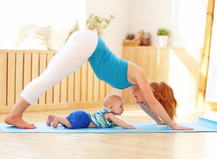 Mama und Baby machen Mutter Kind-Yoga!