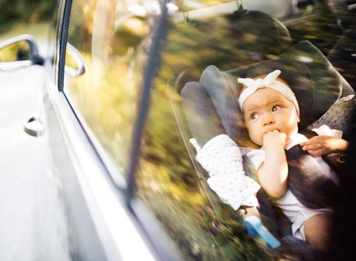 Baby im Auto