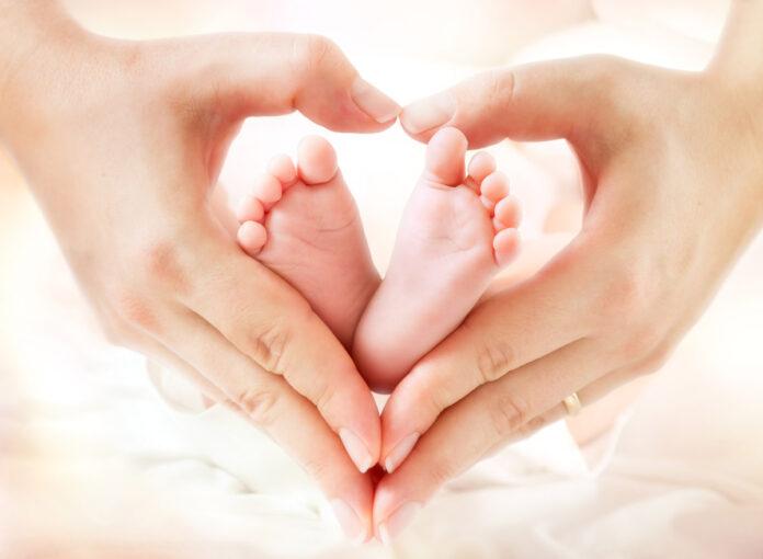 Baby Füße Hände Eltern