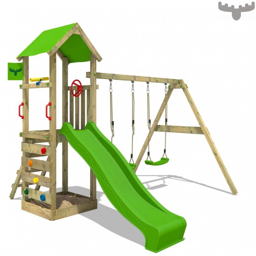 Stylischer Spielturm aus Holz mit Rutsche von Fatmoose.ch